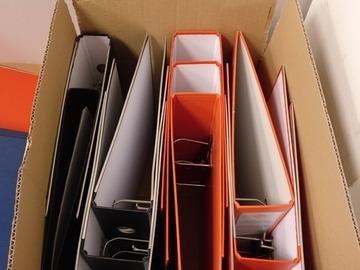 Donació de productes: Carpetas de anillas ( negro , naranja)