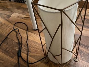 Donación de productos: lampara de mesa