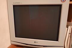 Donación de productos: Pantalla de ordenador antigua