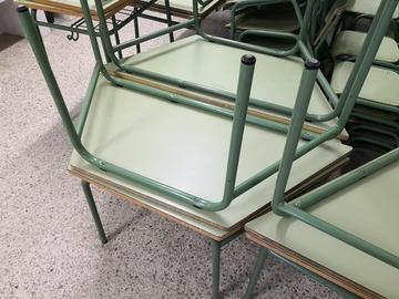 Donación de productos: Taules i cadires escolars